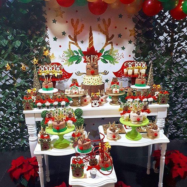 mesa de dulces para una fiesta en navidad