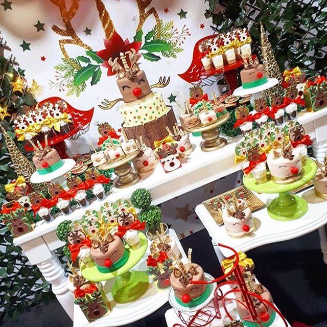 mesa de postres para fiesta navideña