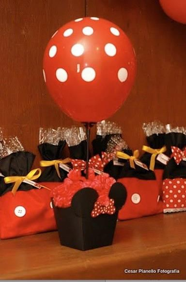 centro de minnie con globos