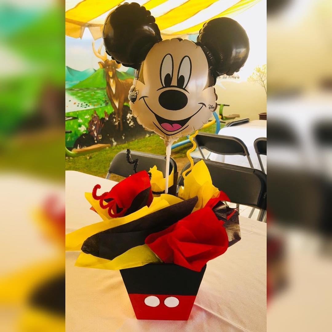 centros de mesa de mickey mouse con globos