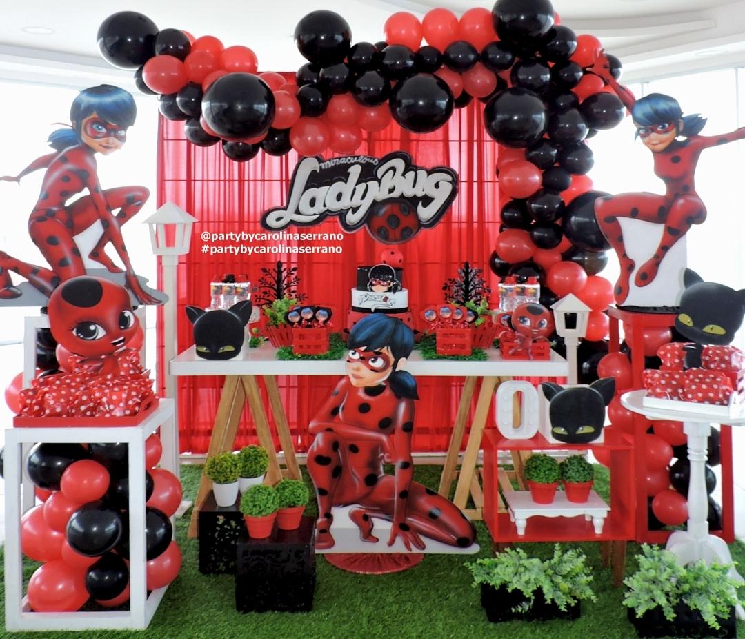 decoracion con globos de ladybug