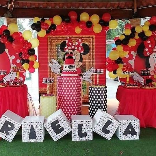 decoracion de minnie mouse sencilla con globos