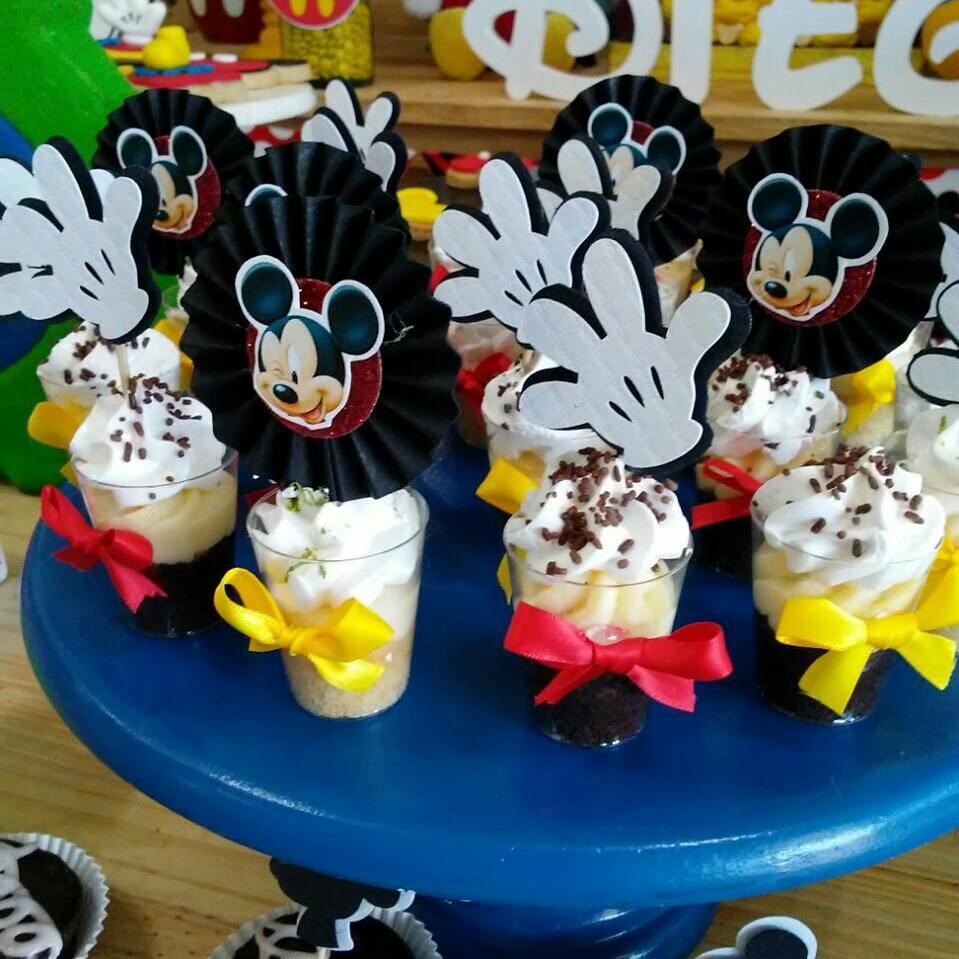 mesa de dulces de mickey sencilla
