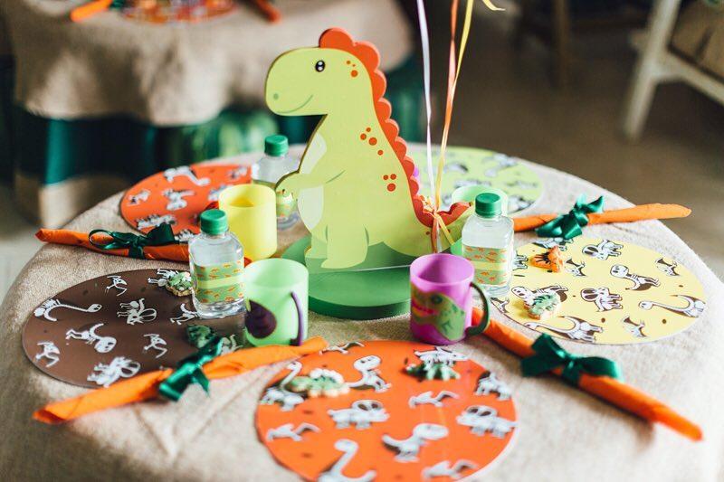 centros de mesa para fiesta de dinosaurio